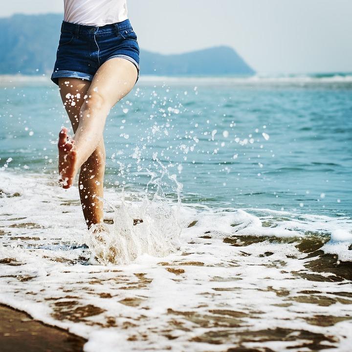 Combate los efectos negativos de la radiación UVA en las células de la piel con el agua hidrogenada.